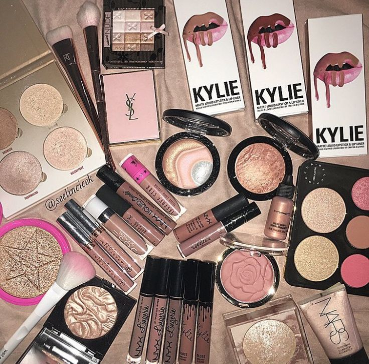 IF U WANT FREE MAKEUP JUST DOWNLOAD THE APP '''MERCARI'' USE THE CODE TQTRRD AND  YOU'LL RECEIVE FREE MAKEUP