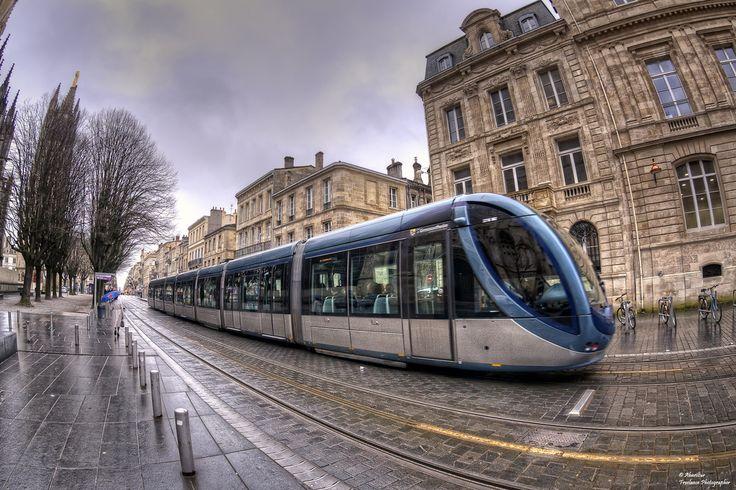 Le tramway de Bordeaux est un système de transport en commun ferroviaire, en site propre, qui dessert la ville de Bordeaux et son agglomération, gérée par la Communauté urbaine de Bordeaux (CUB). Bordeaux (France)