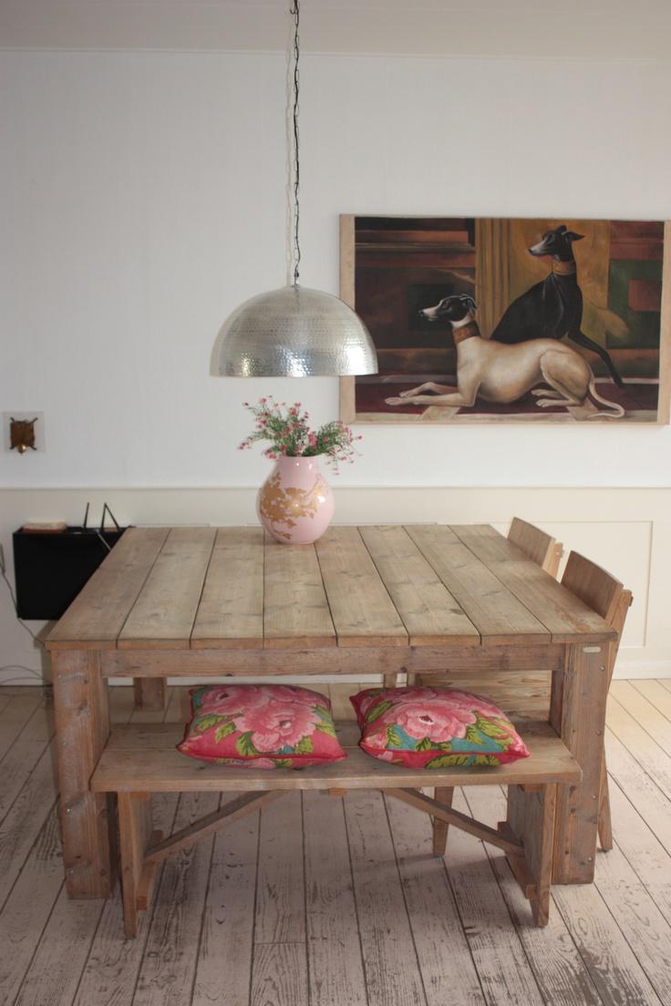 vierkante tafel met tafelbank voor in de keuken. 1.50 x 1.50m?