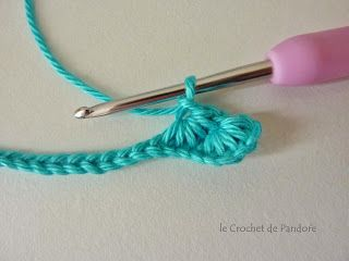 Great tutorial on how to crochet Star Stitches at le Crochet de Pandore: Tuto du point étoile (in French)