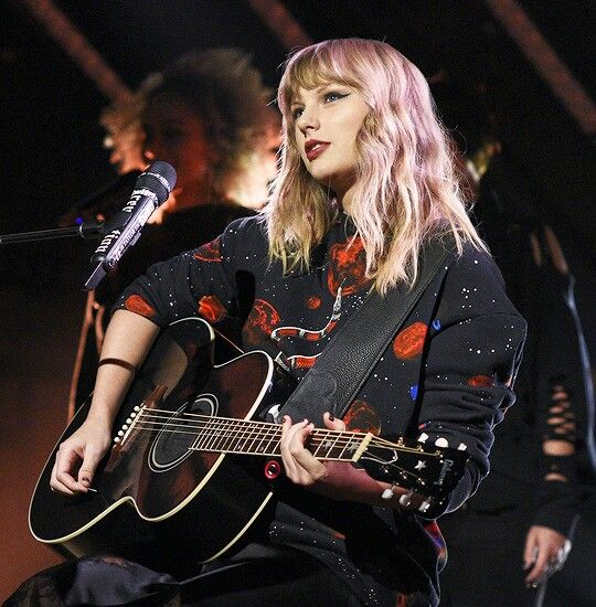 Taylor Swift performing Call It What You Want on #SNL