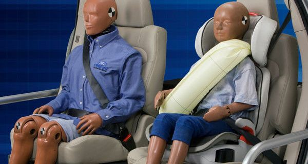 Ford presenta le prime cinture di sicurezza per bambini con air-bag integrato