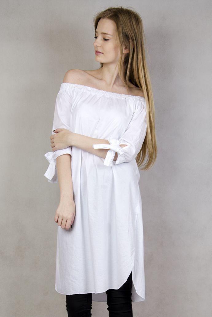 Biała tunika z hiszpańskim dekoltem