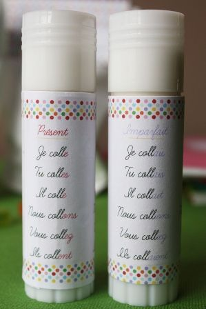 """On décore les colles avec le verbe coller - free printable - attach the conjugation of the verb """"to glue"""" onto glue sticks"""