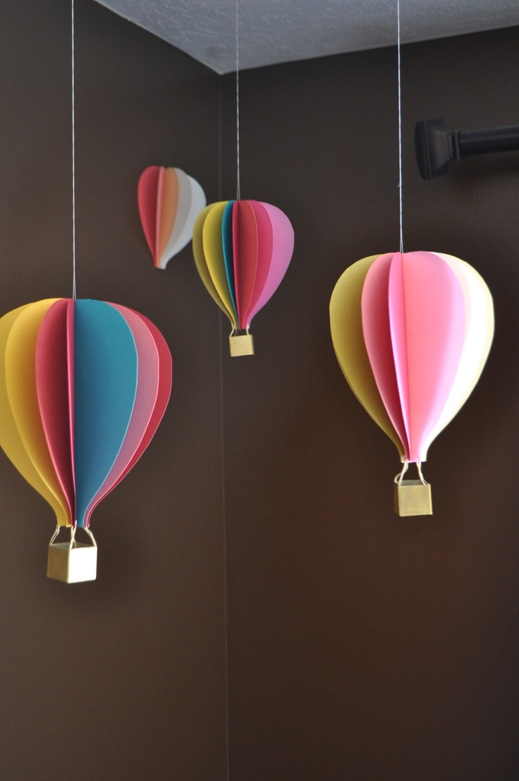 Hot Air Balloon Mobile (with tutorial) from I Am Momma - Hear Me Roar