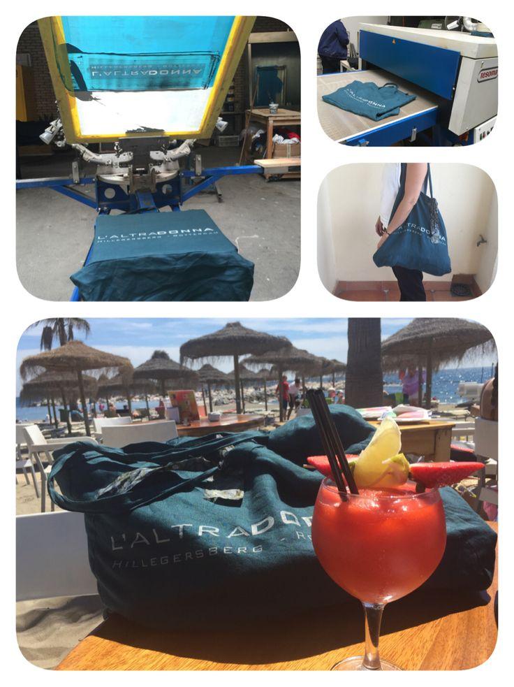 Een petrol kleurige 100% linnen tas.  Het heeft even geduurd, maar 'ze' is klaar. En heeft haar dienst als strandtas al bewezen. Voor alle LALTRADONNA-meisjes deze zomer!