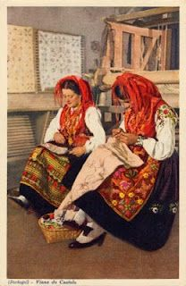 (PORTUGAL) - Viana do Castelo - Raparigas bordadeiras * Girls embroidering a table-cover