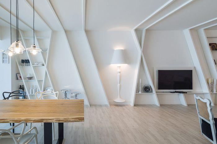 Apartamentul alb: o amenajare cu piese diafane, din București
