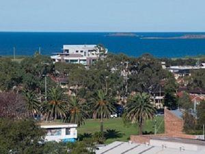 Kathy Jackson's five star mental health crisis http://www.independentaustralia.net/life/life-display/kathy-jackson-goes-five-star-at-the-south-coast,7044