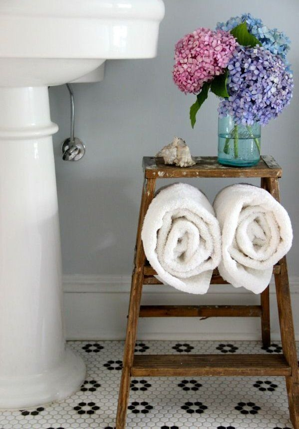 14 Ways to Decorate with Vintage Pieces in Your Bathroom...*