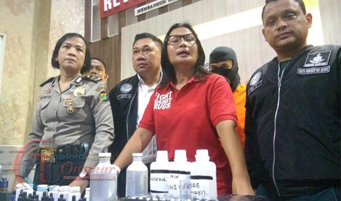 Pedagang Liquid Vape Di Gelandang Polres Metro