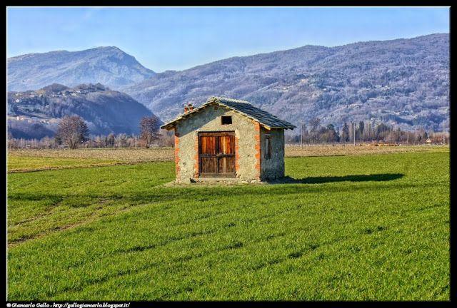 Small house - photographic processing (288) - elaborazione di una fotografia di una casetta per gli attrezzi nella pianura Padana