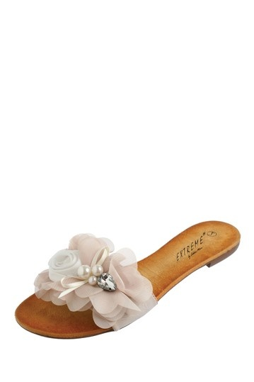 these would be so cute for a beach wedding