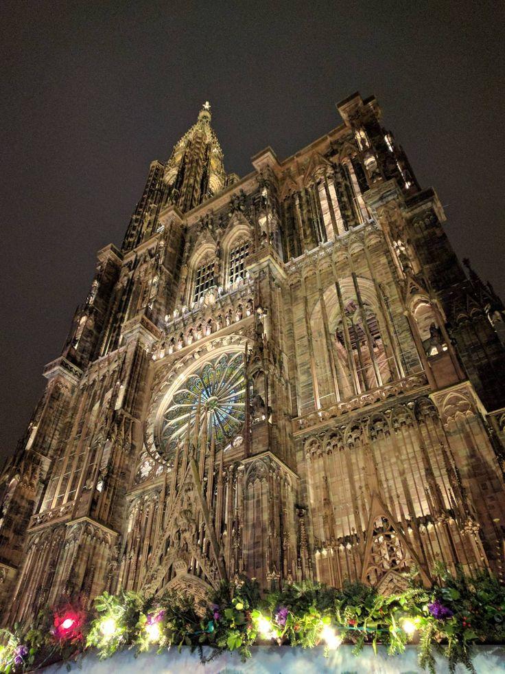 ヨーロッパ最古のクリスマス市。ストラスブール大聖堂と巨大クリスマスツリーは必見です!