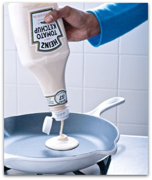 Ketchup bottle for pancake batter - so smart - I love great hacks