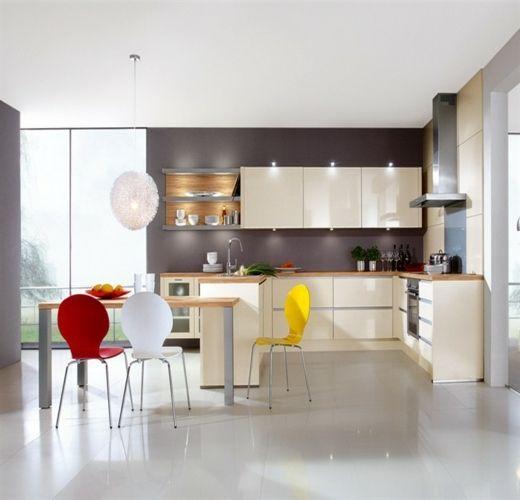 kleine küche bunte stühle
