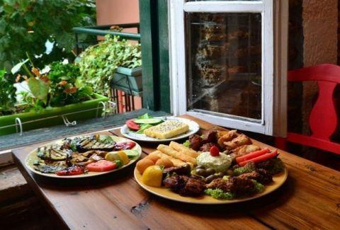 ΑΝΑΦΙΩΤΙΚΑ Θαυμάσιες γεύσεις στην καρδιά της Πλάκας