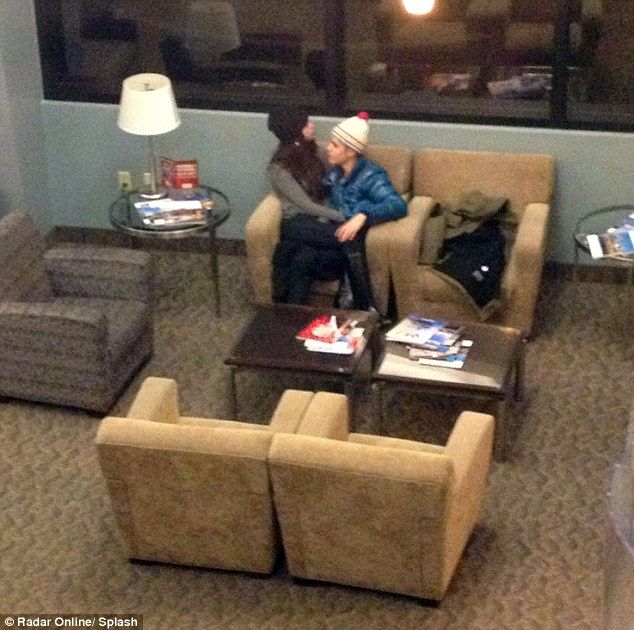 Justin Bieber And Selena Gomez Kissing | Selena Gomez sits on Justin Bieber's lap as they kiss in airport after ...