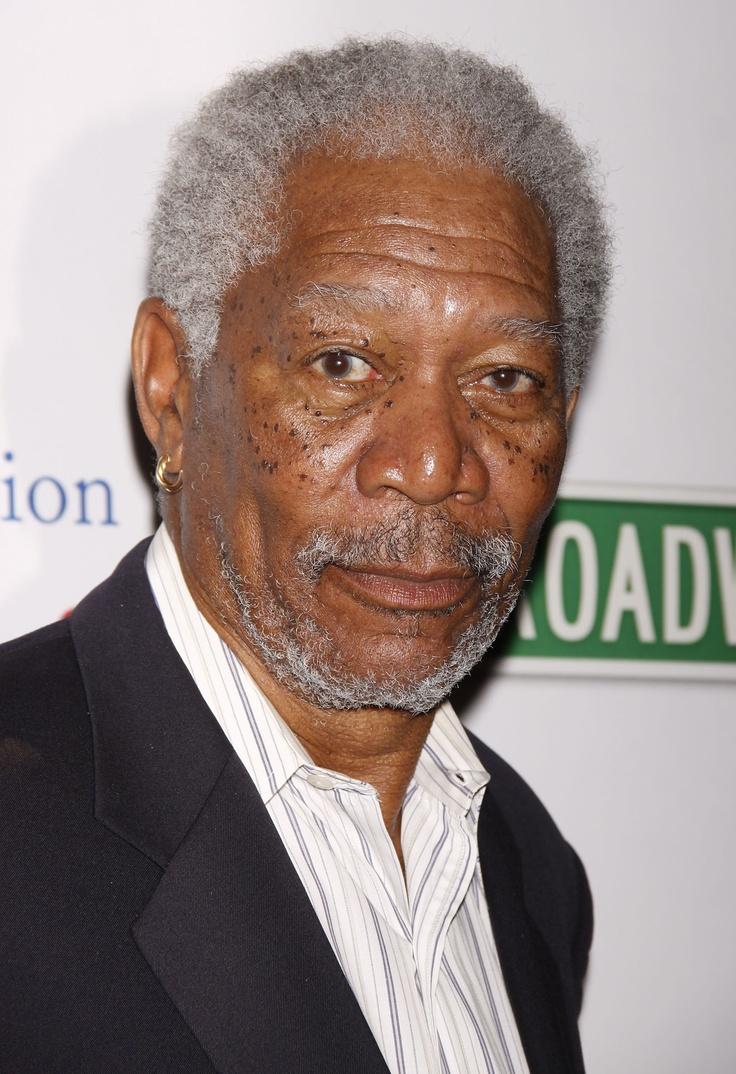 Morgan Freeman est un acteur américain né le 1er juin 1937 à Memphis, dans le Tennessee. Habitué aux seconds rôles, il n'est révélé que tardivement par Miss Daisy et son chauffeur. Depuis, il s'est imposé comme l'un des plus grands acteurs américains à travers des films marquants comme Glory, Impitoyable, Les Évadés, Seven, Million Dollar Baby et Invictus.