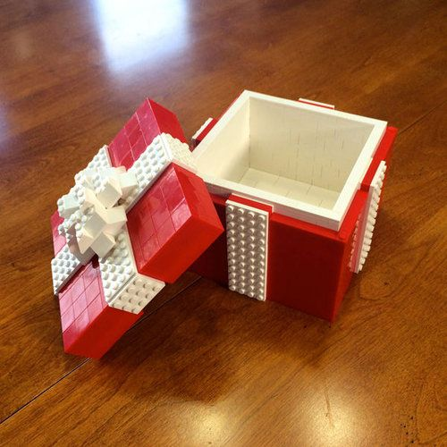 This would be cute to put a wedding ring box in!!!! Js!!! Gift box which made of LEGO