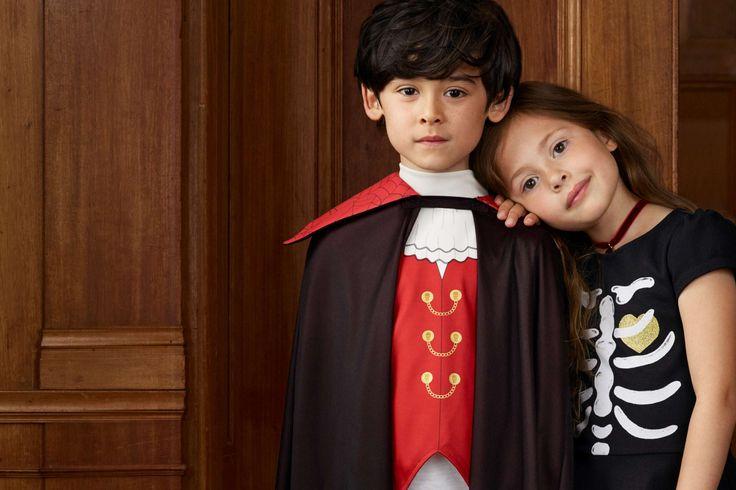 Nouvelles tenues d'Halloween pour enfants: robes fantaisies, t-shirts, pantalons de jogging, capes de vampire, accessoires terrifiants et costumes d'Halloween.