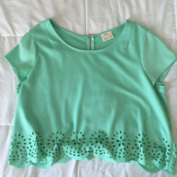 UO Cropped Cutout Mint Green Top - L Super cute cropped mint green top from urban. Has a cutout along the bottom and a quarter silver zipper in the back! Urban Outfitters Tops