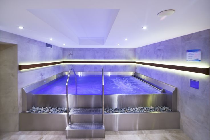 Stainless steel pool Imaginox in commercial wellness Gothal