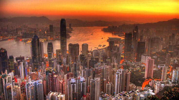 https://flic.kr/p/z7Rkw | Hong Kong dawn | Greetings from Hong Kong. A view of Hong Kong from the Peak.
