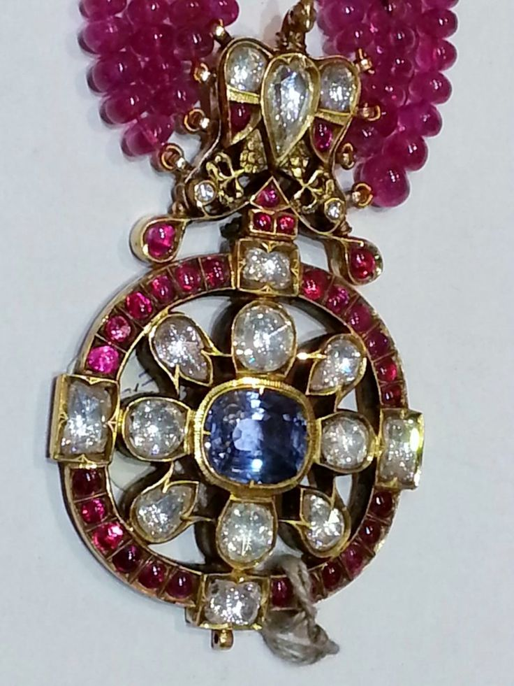 Burmese ruby beads necklace & Pendant with a 10 carats blue saphhire, burmese rubies and diamonds.