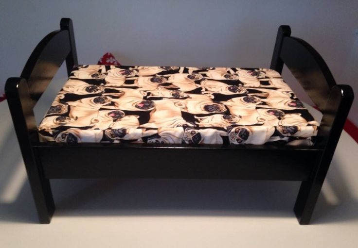 lit pour chien cr partir d 39 un lit de poup e ikea dog bed made with a doll bed from ikea. Black Bedroom Furniture Sets. Home Design Ideas