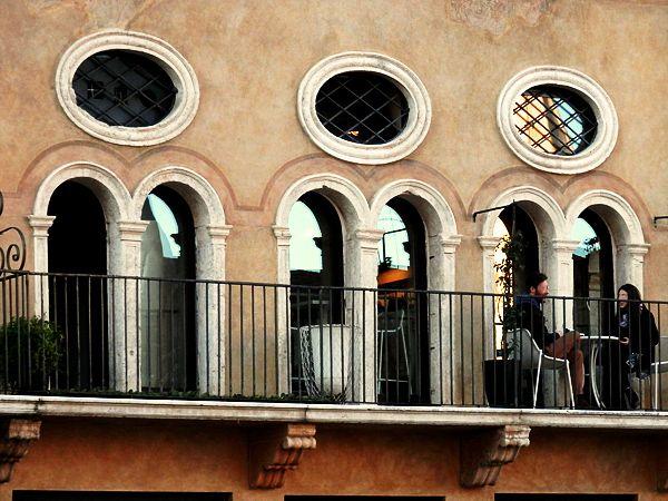 """Sorseggiando un drink alla cafeteria-bar """"Le Colonne"""", Piazza dei Signori, #Vicenza"""