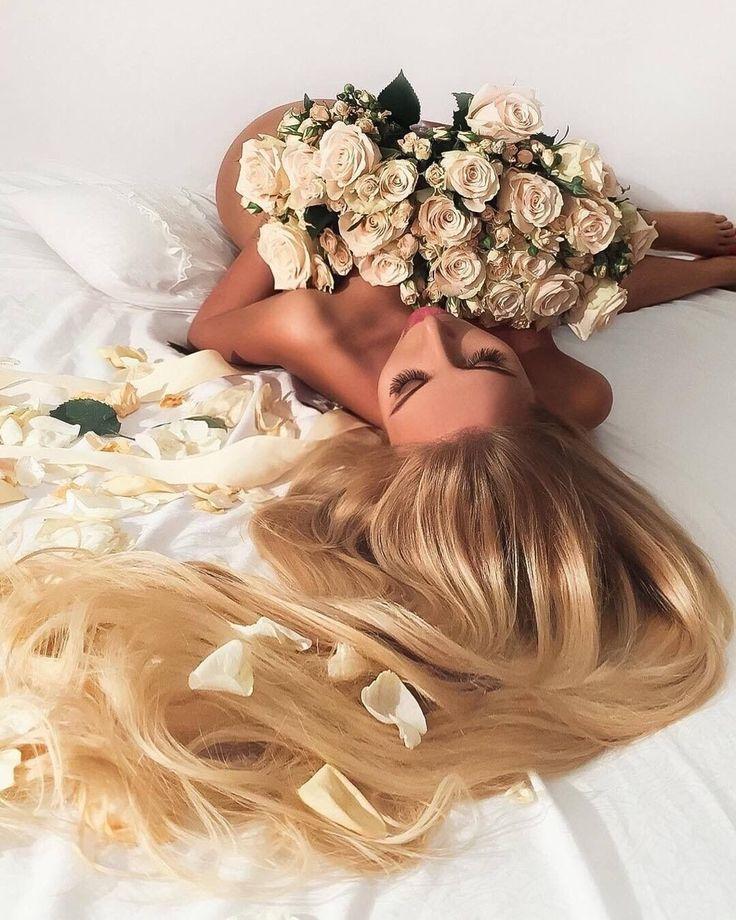 Блондинка с цветами картинки