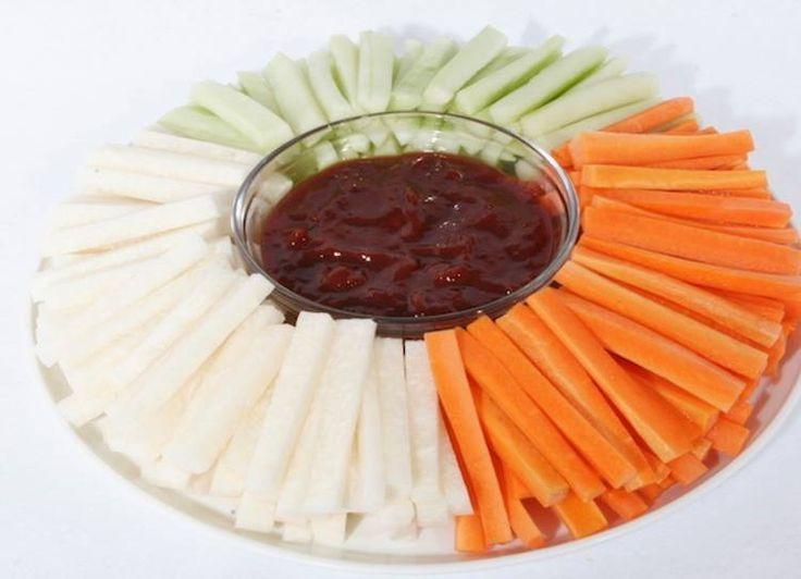 Charola jícama, zanahoria y pepino con pulpa