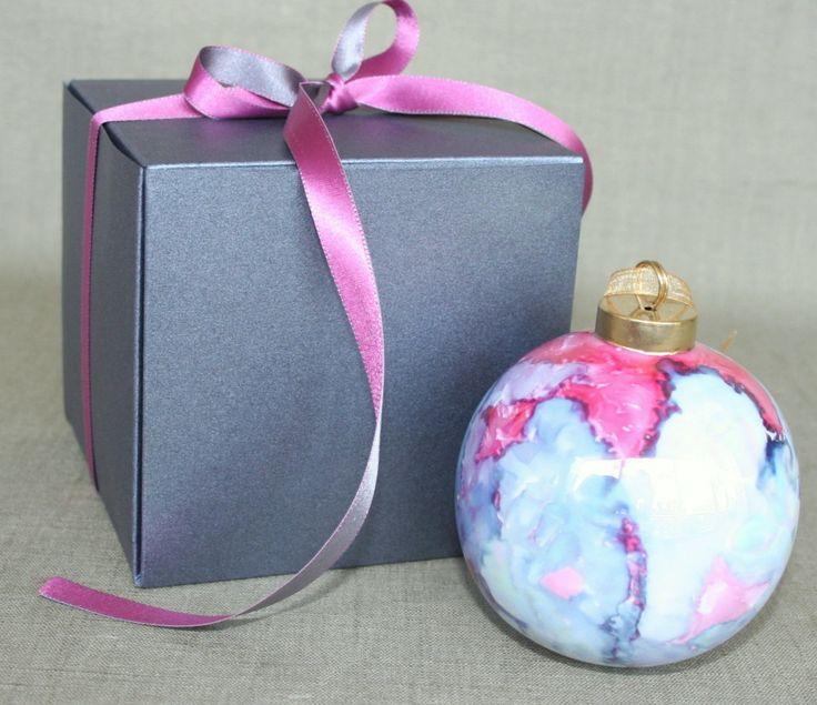 Boule de Noel en porcelaine, couleur carmin irisé : Accessoires de maison par eugenie-rose