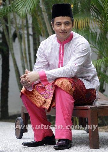 Cantik baju melayu ni :)