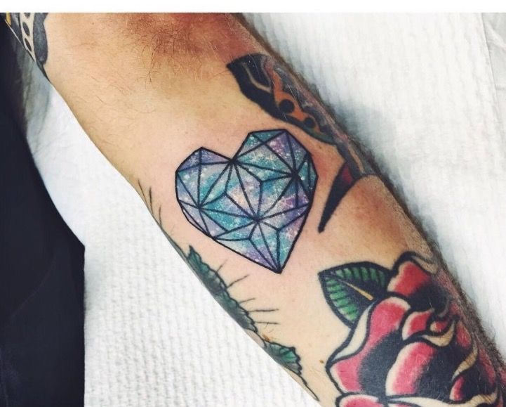 Best 25 diamond heart tattoos ideas on pinterest black for Diamond heart tattoo