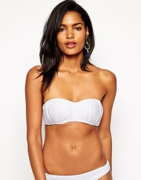 €96, Top de Bikini Blanco de Seafolly. De Asos. Detalles: https://lookastic.com/women/shop_items/108022/redirect