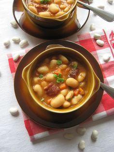 Zupa fasolowa na boczku i kiełbasie