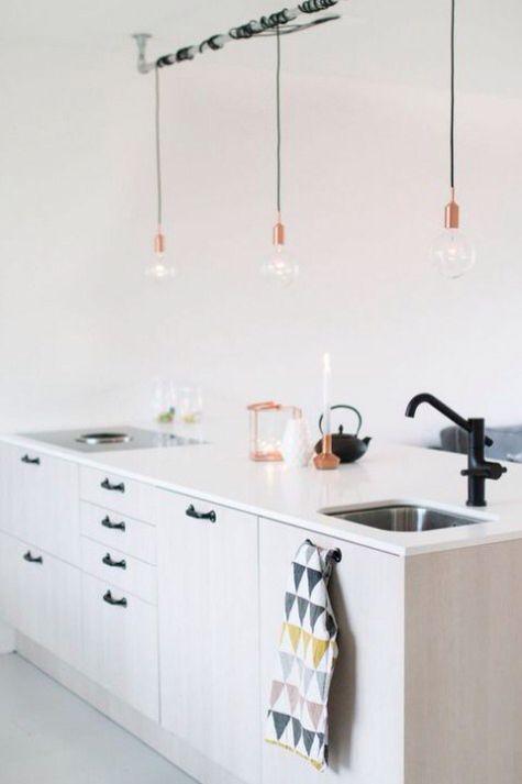 Lichte keuken, donkere greepjes