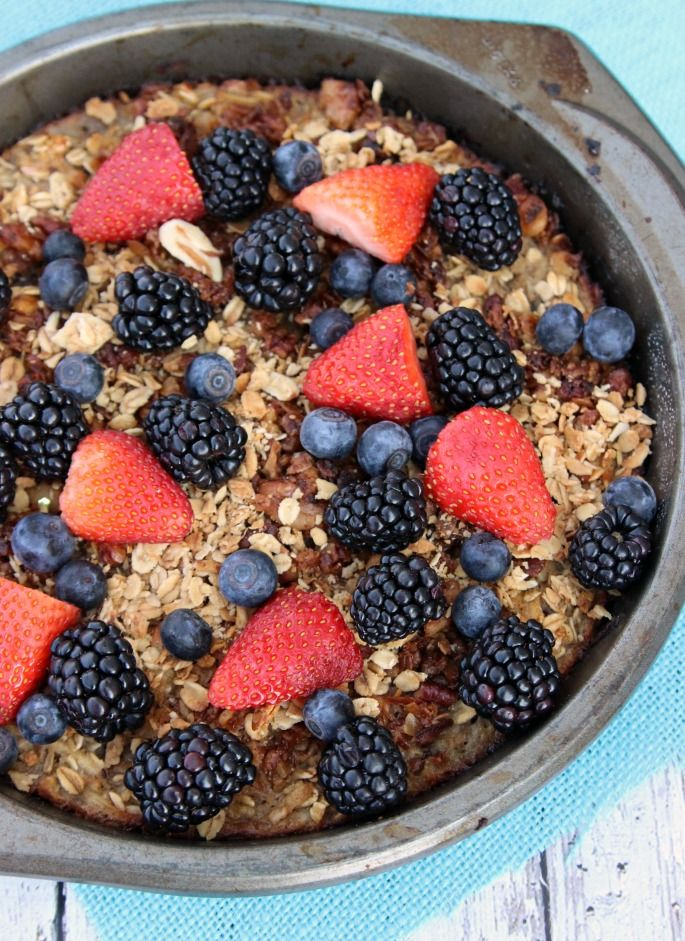 Perfect for a Sunday brunch: Healthy Baked Oatmeal with fresh berries