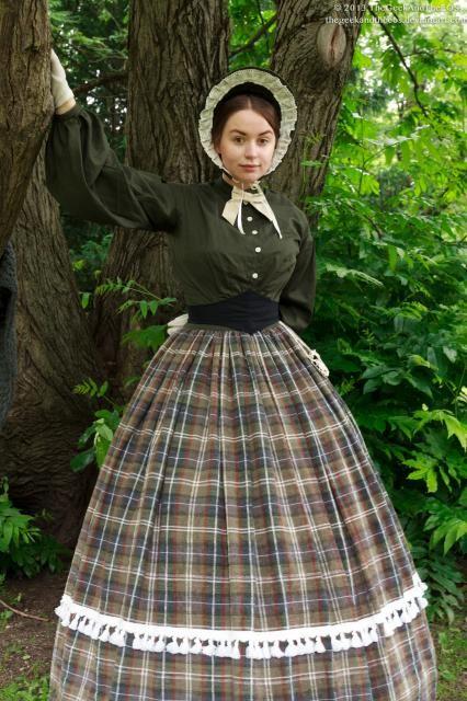 Civil War Dress, um 1860. Baumwolle und Leinen, sehr historisch-authentischer Look, bestehend aus  - Reifrock & Korsett - Überrock - Bluse - vielfältige Accessoires wie Haarnetz, Haube und Hut  Größenvariabel, ca 36- 42  Pic: Julian Morkis