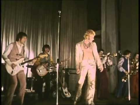 "Johnny Hallyday ""Noir, c'est noir"" live 1967 - YouTube"