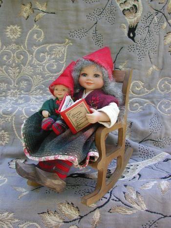 År 2004: Birgitte Frigast nisse, Bestemor med Kringle, 28 cm // http://www.nisse-shop.dk/epages/78608_1025911.sf/da_DK/?ObjectPath=/Shops/78608_1025911/Products/33-148