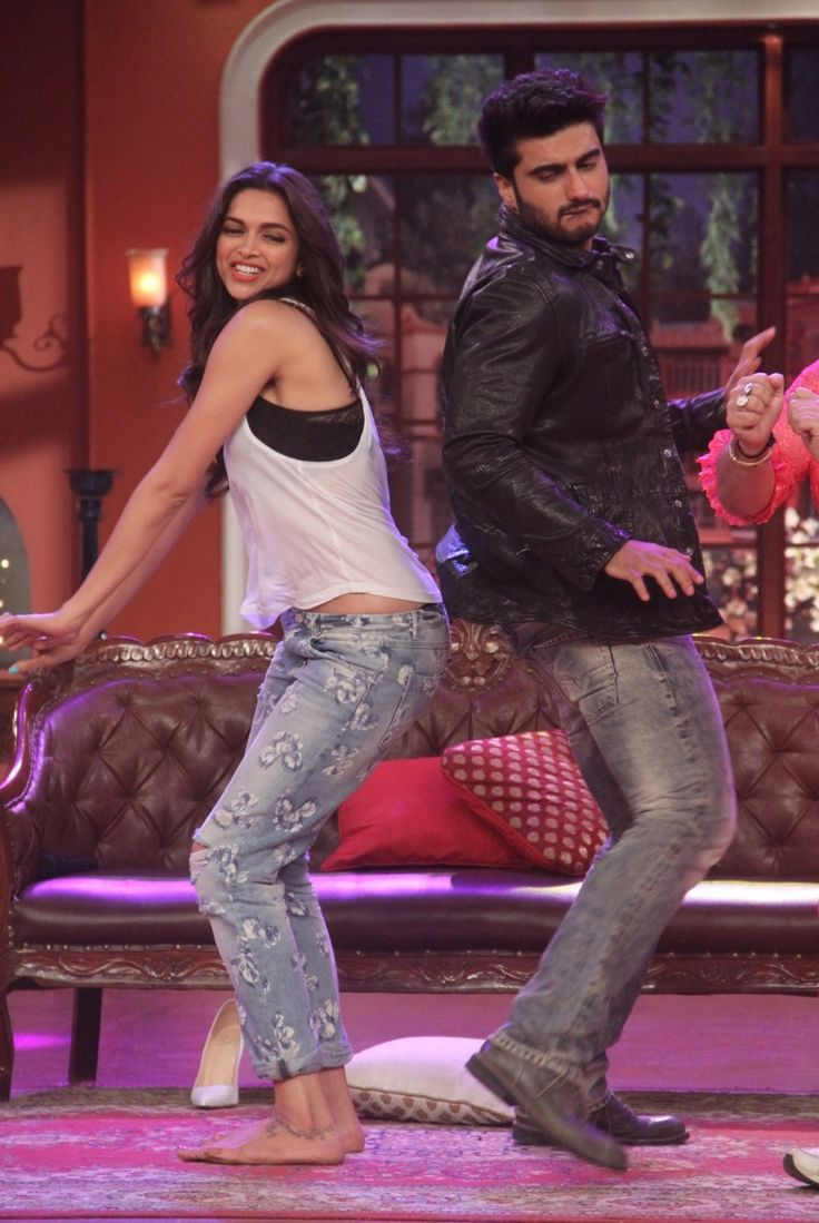 Arjun Kapoor and Deepika Padukone were in a silly mood on the sets of Comedy Nights With Kapil. #Bollywood #Fashion #Style #Beauty