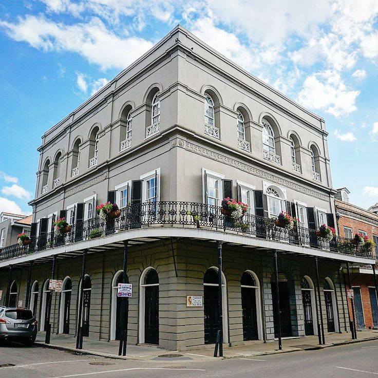 I've been daydreaming about my last trip to my favorite city in the world. IMO New Orleans has some of the best local music food architecture and people out there. What is your favorite city? . . . #happyplate #daydreaming #nola #neworleans #architecturephotos #architecturedetails #frenchquarter #historicalsite #historical #femaletravelbloggers #travelwriter #wanderlustwednesday #walkingtour #travelamerica #travellerslife #traveladdiction #travelfood #travellers #solotravel #travellinggram…
