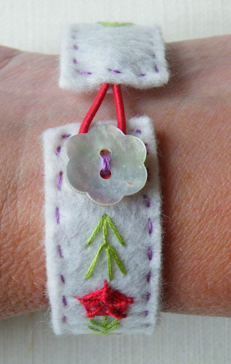 NANCY NICHOLSON Free tutorial for an embroidered felt bracelet