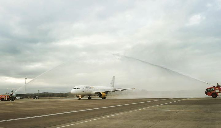 Water cannon salute at the opening flight for our first flight from Orly (Paris) to Edinburgh! #vueling #love #new #route #ORY #EDI Hotels-live.com via https://www.instagram.com/p/BC-SKeDgi_u/ #Flickr