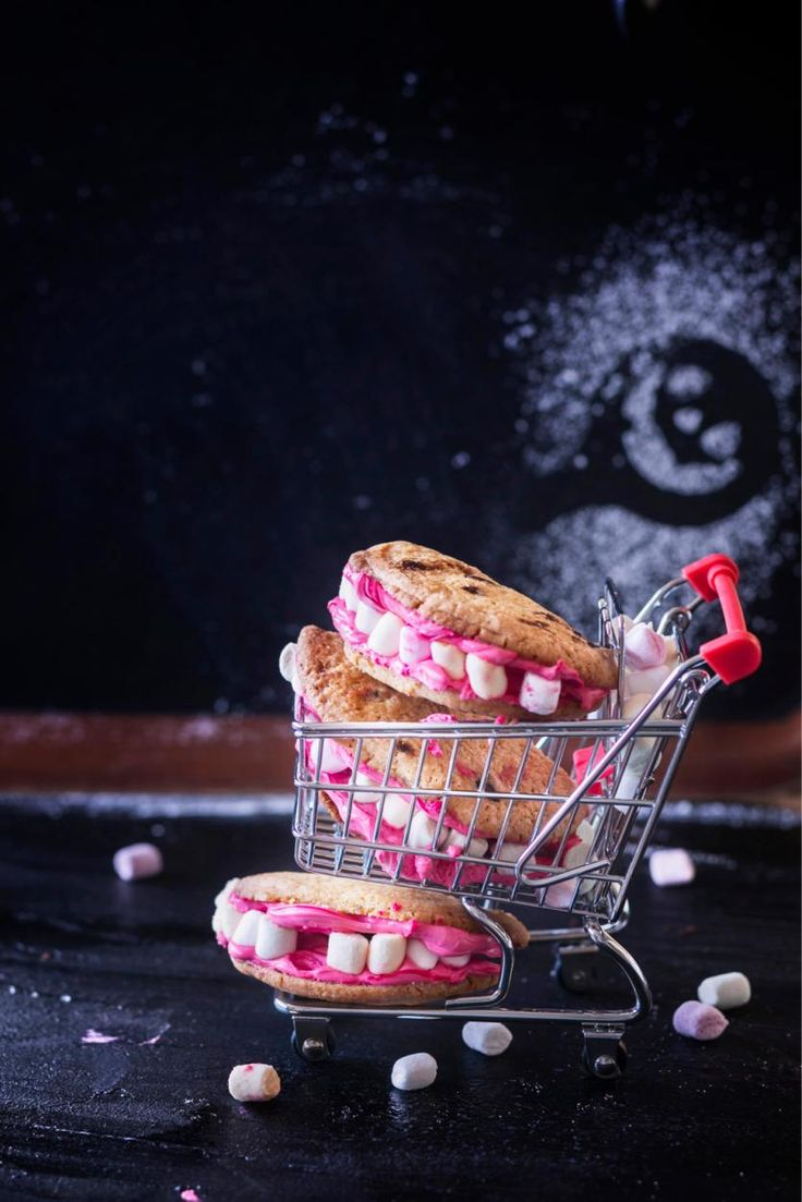 Draculan hampaat // Halloween Dracula's Teeth Cookies Food & Style Elina Jyväs Photo Satu Nyström Maku 6/2015, www.maku.fi