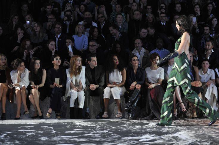 Δείτε τις πρώτες φωτογραφίες από το εντυπωσιακό show της H&M στο Παρίσι