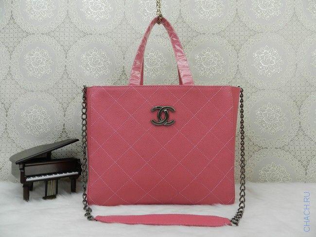 Сумка Chanel розового цвета из натуральной кожи с фурнитурой бронзового цвета и прочными двойными ручками